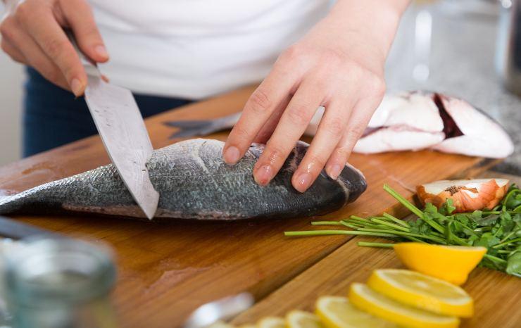 Togliere la puzza di pesce
