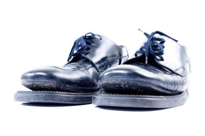 Come incollare la suola di una scarpa