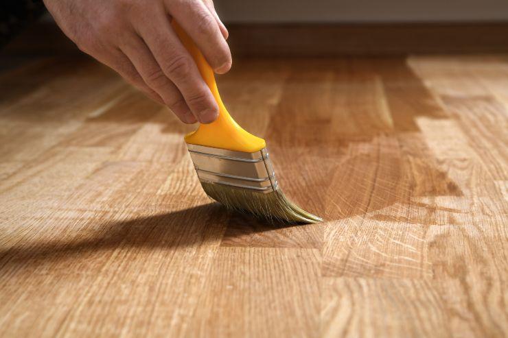 Pulire i pavimenti di legno