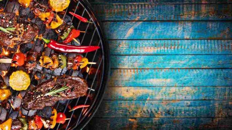 Come sgrassare la griglia del barbecue