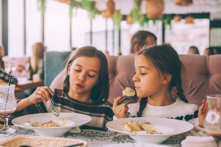 buone maniere a tavola bambini