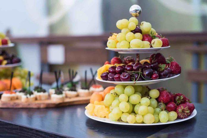 come mangiare frutta galateo