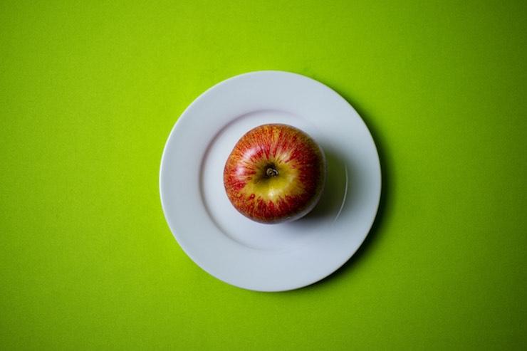 come mangiare mela galateo
