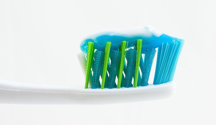 dentifricio per pulizie di casa
