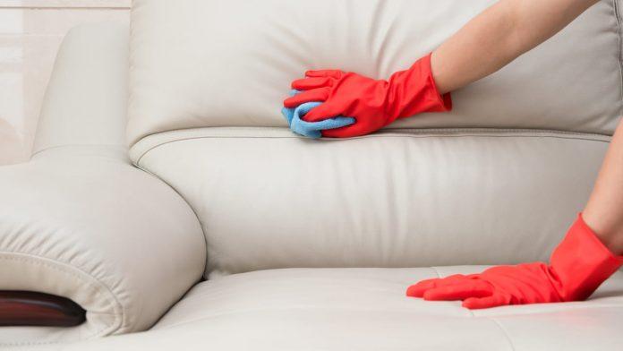 divano tessuto pulirlo