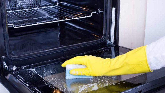 come pulire forno consigli