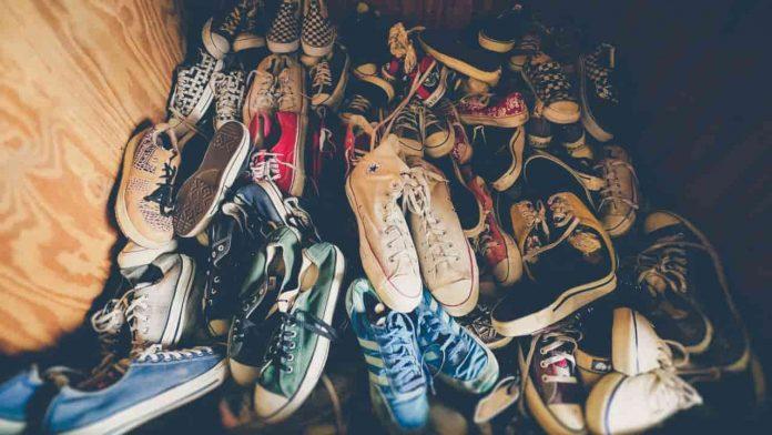 come togliere odori scarpe