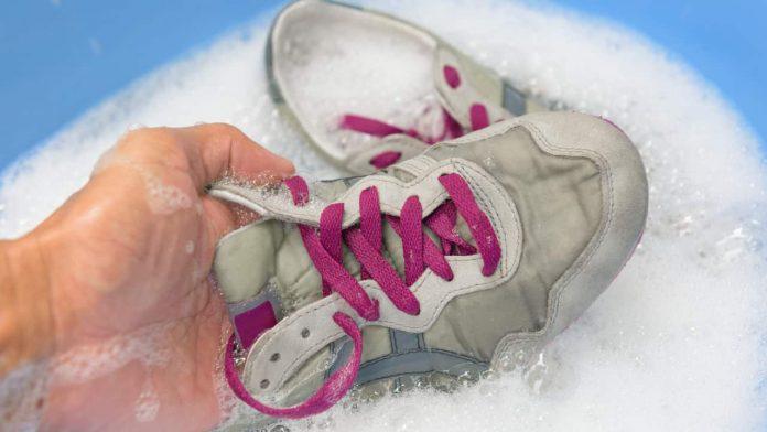 lavare scarpe ginnastica