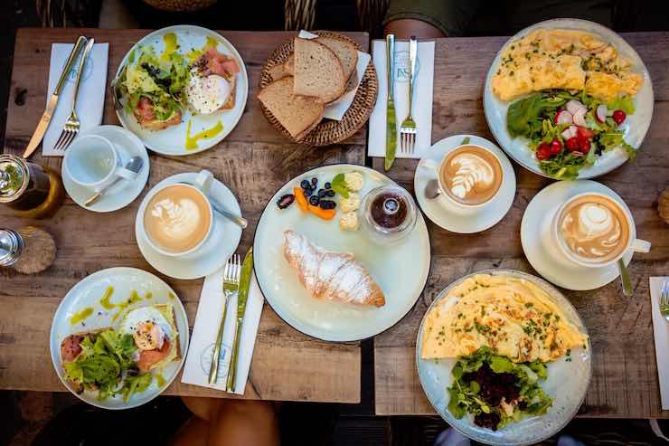 colazione con frittata e omelette