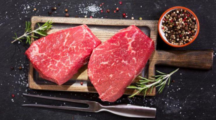 Come marinare la carne: 2 metodi semplici per un risultato assicurato