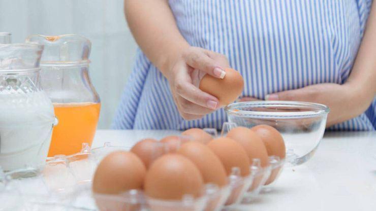 Le uova vanno conservate in frigo o fuori dal frigo