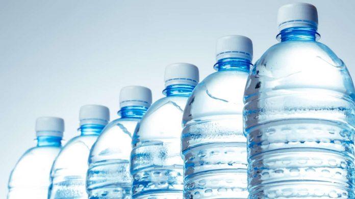 bottiglie plastica acqua conservate