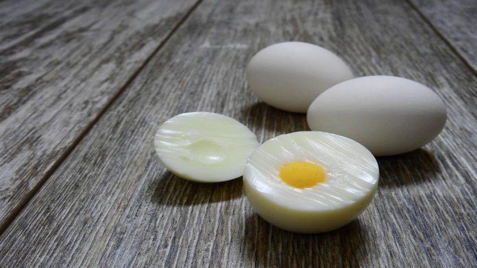 Sgusciare uova
