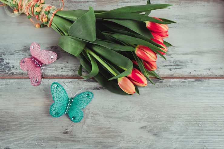Regalare fiori a un'amica