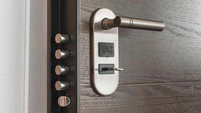 lubrificare serratura porta casa