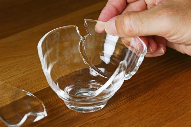 come riparare vetro rotto