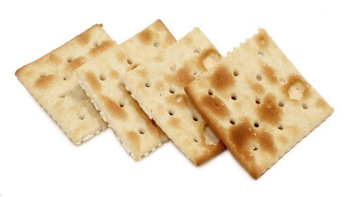 Crackers fanno ingrassare: la verità da sapere su questo alimento