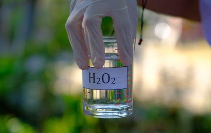 Usi dell'acqua ossigenata: i pericoli a cui prestare attenzione