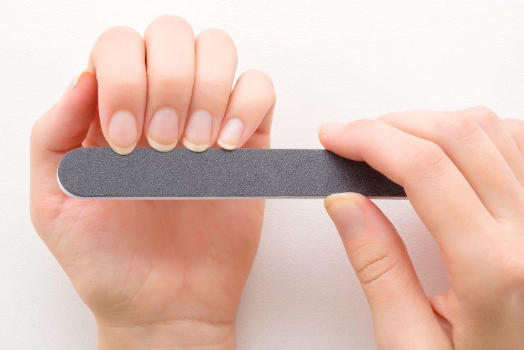 Limare le unghie: come farlo in modo corretto