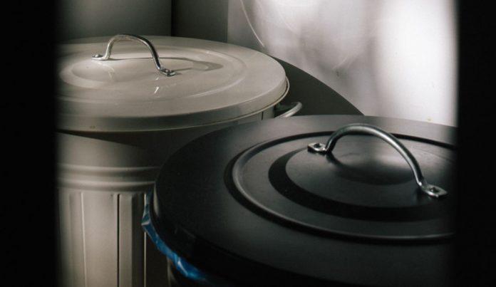 Pulire e igienizzare il bidone della spazzatura