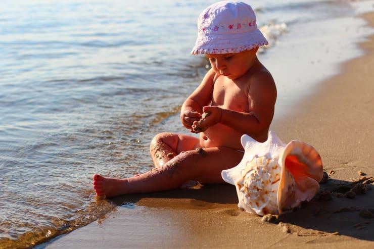 bambini spiaggia dermatiti