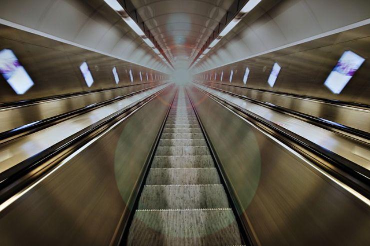 Scale mobili: perchè il corrimano va più veloce dei gradini?