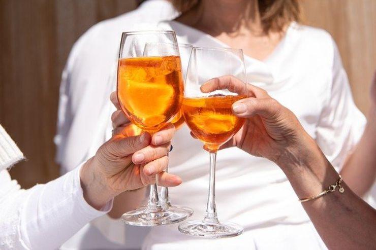 Pianificare una gravidanza, ecco cosa bisogna sapere se bevete alcol: lo studio