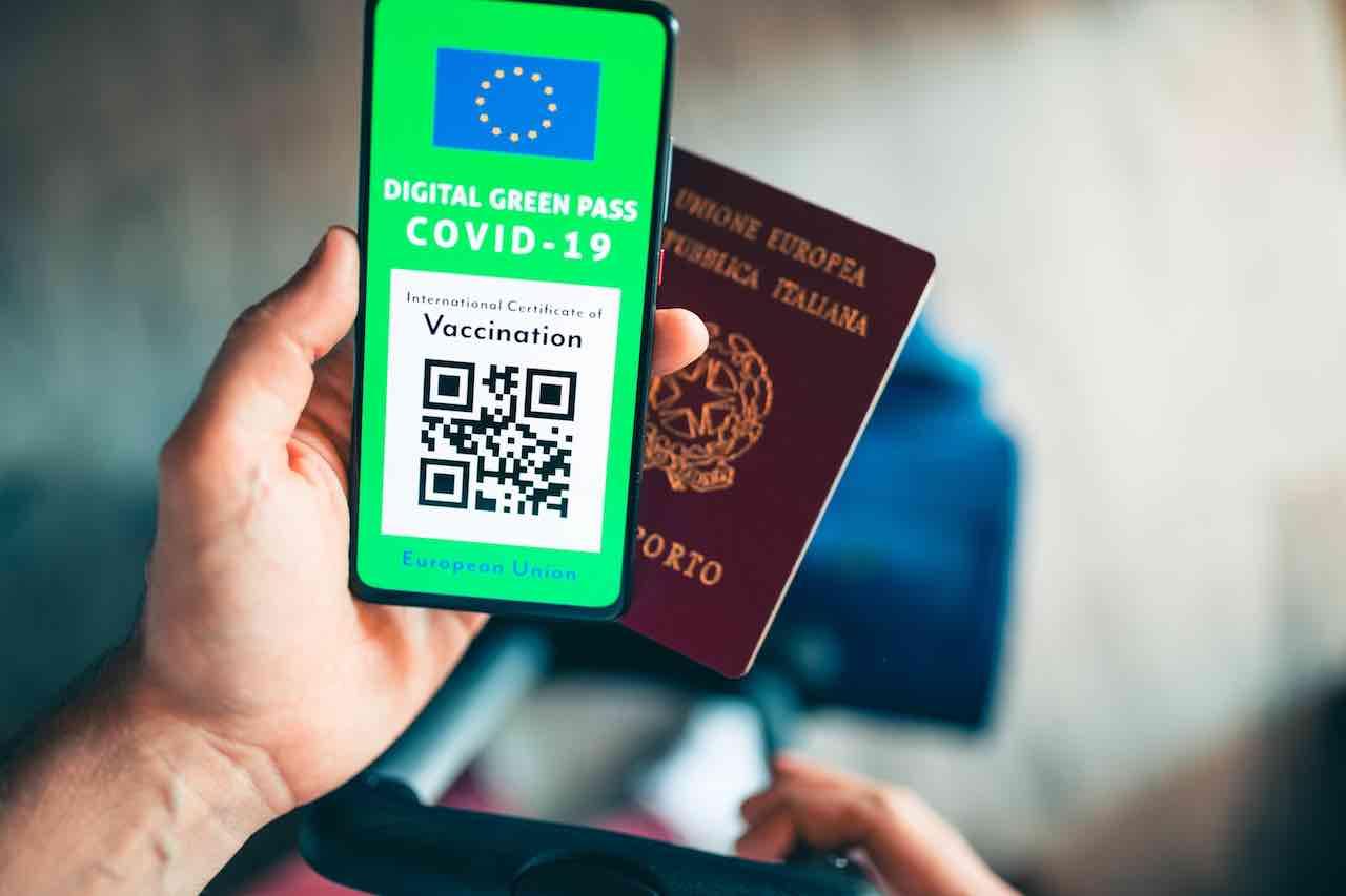 green pass passaporto truffa