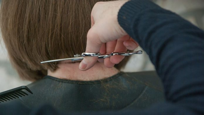 Taglio capelli over 40: quali sono i parametri da considerare?
