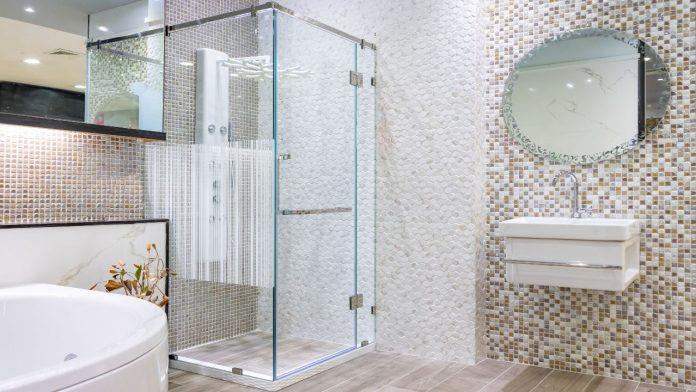 Pulizia vetri doccia: come eseguirla per un risultato impeccabile