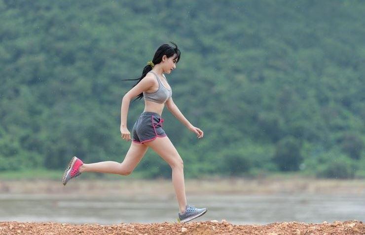 Perché sento dolore al fianco quando corro? La spiegazione scientifica