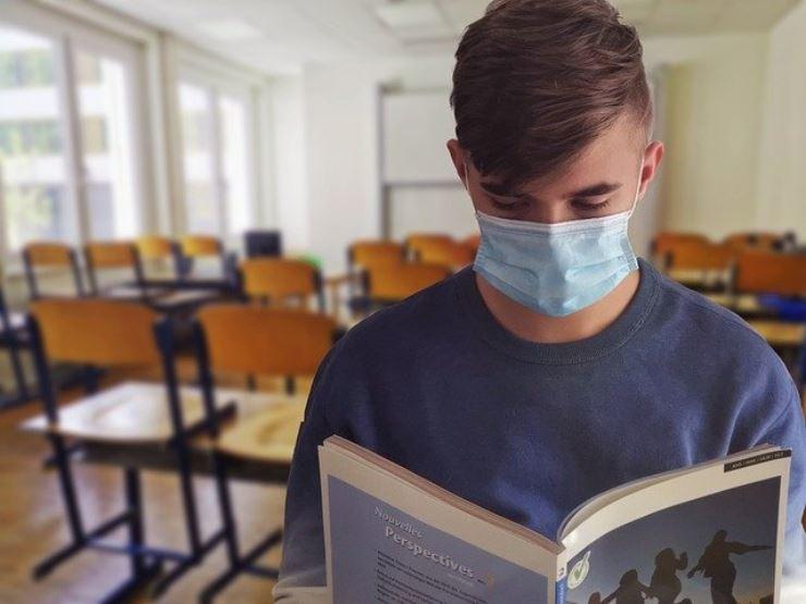 Scuola e covid: cambiano regole per tamponi e quarantene